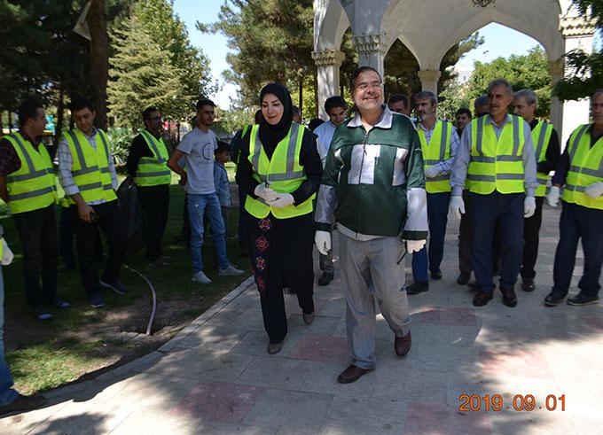 با درخواست شهردار الوند پویش حفاظت از محیط با حضور میدانی در فضای سبز شهری توسط پرسنل ستادی شهرداری الوند برگزار شد.